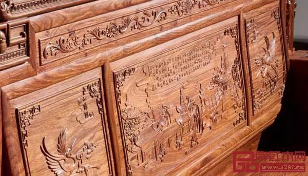 当王羲之的《兰亭序》与红木家具相遇,家具的古朴与书法的遒美相融,更显气韵悠长