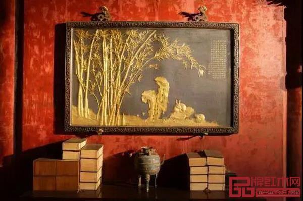 紫檀木边镀金竹林鹤兔图挂屏