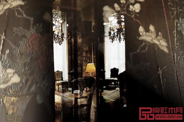香奈儿女士被中国乌木屏风包围的寓所一隅