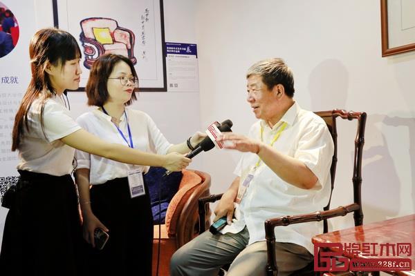 国家文物局原常务副局长张柏接受媒体采访