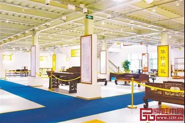 本届文化节还引入了一个有趣的环节——榫卯家具拆装表演