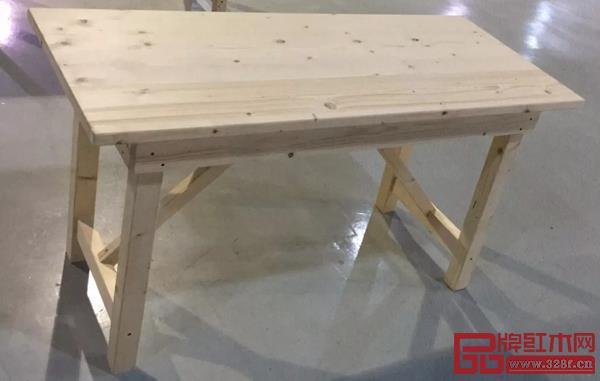 东阳赛区选拔赛竞赛组委会为工人提供的手工木工工作台