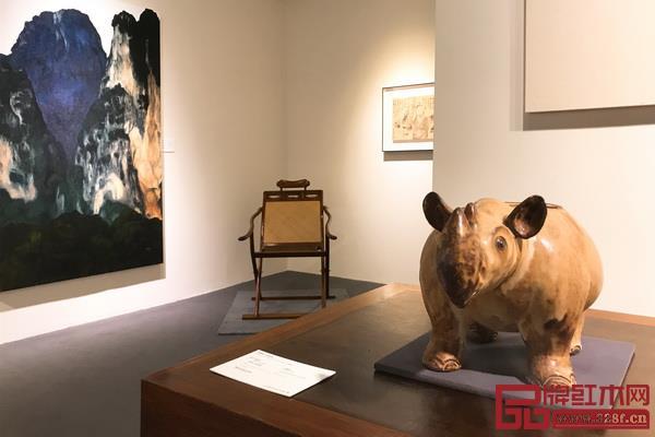 区氏臻品黄花梨躺椅在佳士得上海艺术空间预展