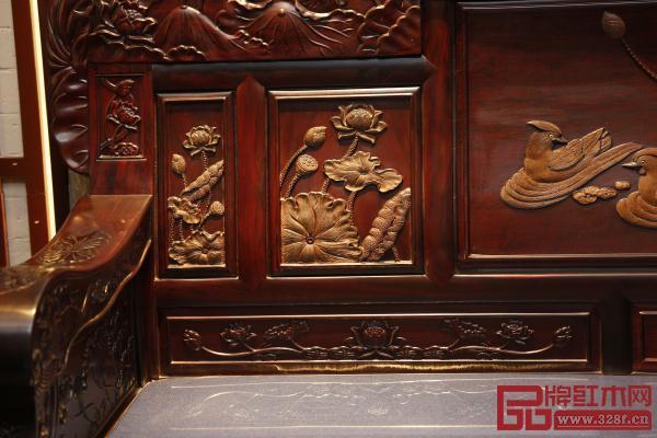沁园居和和美美沙发上精美的鸳鸯荷花图案