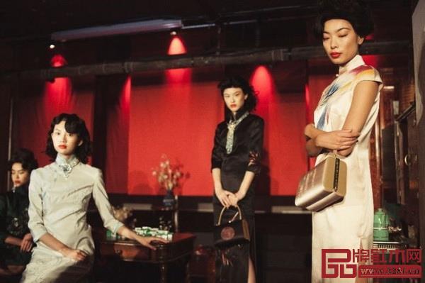 据悉,现场的红木家具由深圳友联为家提供