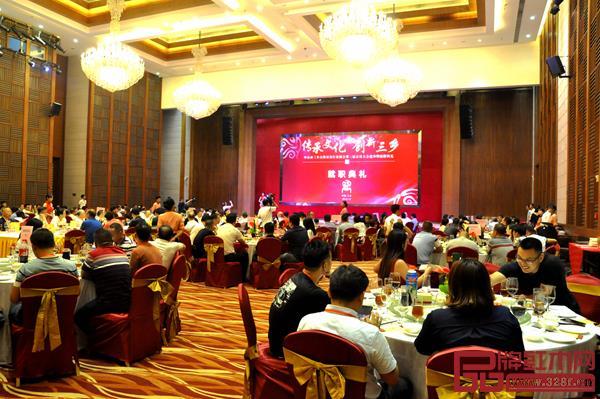 中山市三乡古典家具行业协会在中山温泉国际会议中心举行第三届会员大会选举暨就职典礼