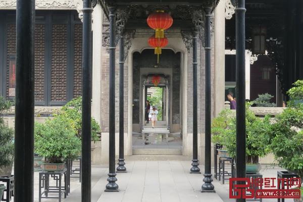 中国传统建筑讲究平衡对称,讲求气势
