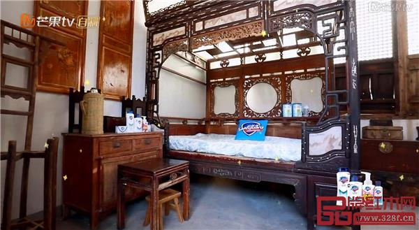 《爸爸去哪儿》嘉宾入住布满红木家具的房间