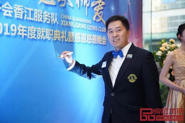 """自加入狮子会以来,胡春龙积极履行承诺,做""""参与式""""公益,坚持与狮友们一起深入基层、投身公益"""