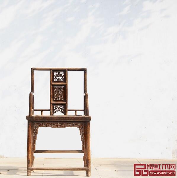 使用镂雕技术的红木家具