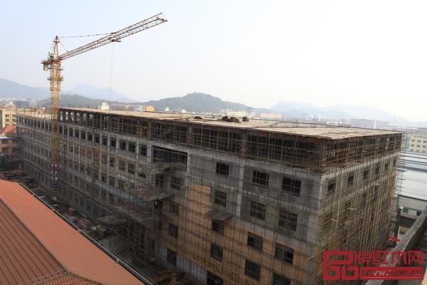 明清居红木5万平方米的新厂房正在建设中