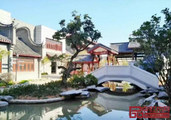 红木家居学院坐落在优美的国家4A级旅游景区红博城,图为大师园一隅(图片来源:红木家居学院)