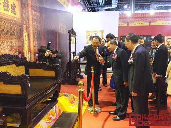 """""""京作""""、""""仙作""""等各大流派和新中式品牌共同亮相上海红木展"""