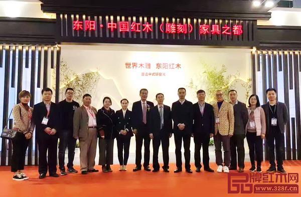 一众领导嘉宾参观大涌、东阳、石碁等红木产业集群和红木特色小镇展馆