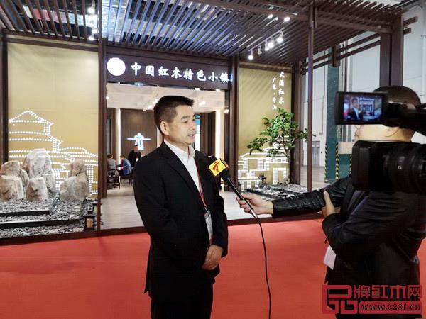 中山市大涌镇镇长贺修虎接受广东广播电视台采访