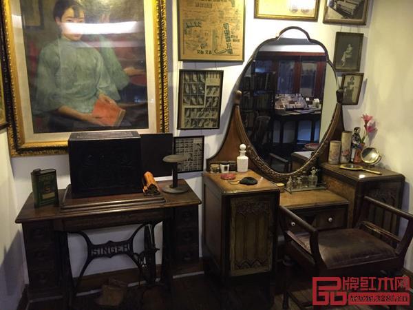 老上海茶馆里陈列女子梳妆时用的梳妆台