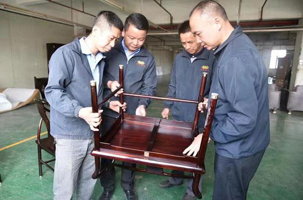 东成红木严把产品质量关,坚持诚实守信的企业作风
