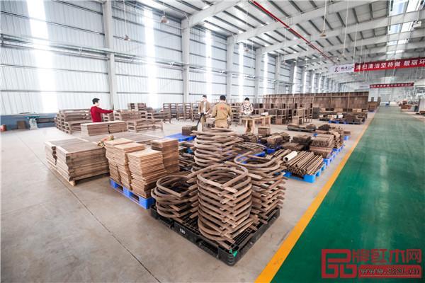 国寿红木湖北工厂内景整洁敞亮