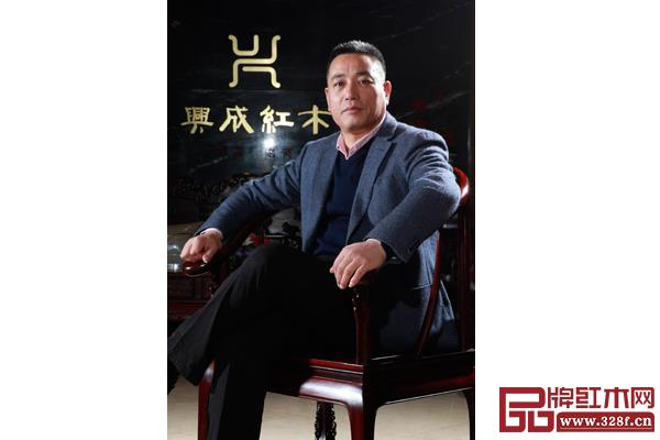作为东阳市红木家具青年企业家协会领头人,王海洋用积极的姿态带领红