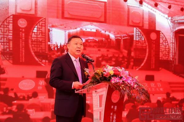 中国家具协会理事长徐祥楠到会祝贺并发表致辞