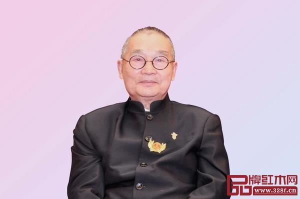 全联艺术红木家具专业委员会专家顾问、中国高等教育家具设计专业创始人胡景初
