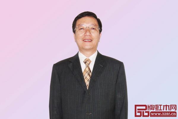 全联艺术红木家具专业委员会专家顾问、深圳大学家具设计研究所所长唐开军