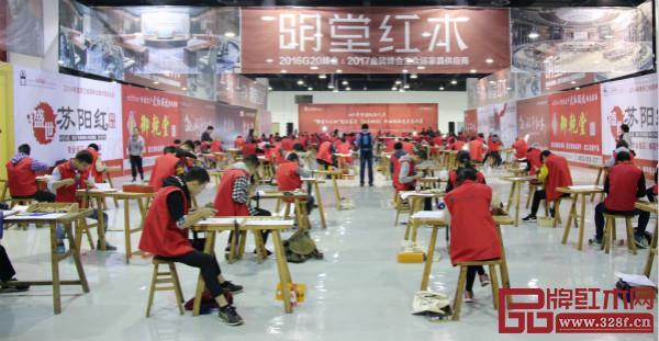 东阳以木雕扬名,培养出众多的优秀匠人。图为 2017 年中国技能大赛——全国家具(红木雕刻)职业技能竞赛总决赛在东阳举行