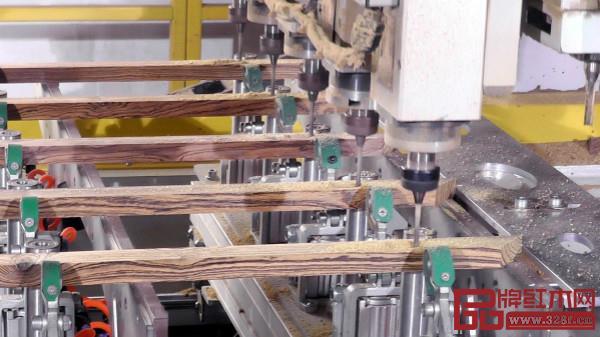 恒达木业采用无人化机械生产,优化红木家具生产流程,提高生产效率