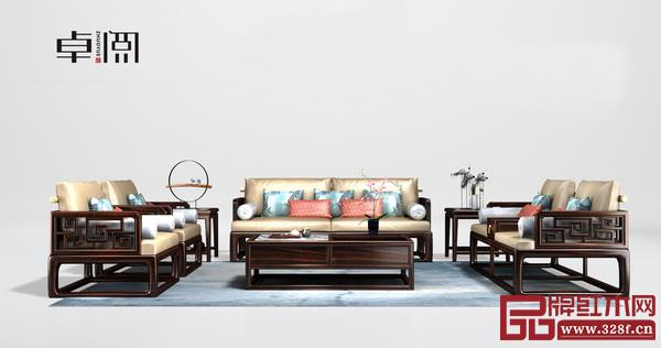 卓阅《万和沙发》,运用传统的回纹和万字脚,寓意富贵吉祥,万事如意