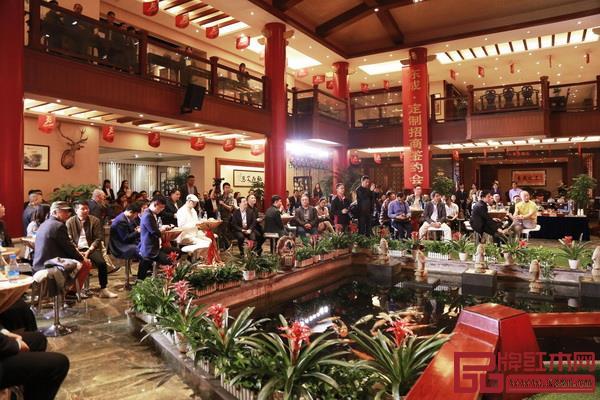 众多经销商和嘉宾出席东成·定制招商签约会暨东成红木设计师联盟启动仪式