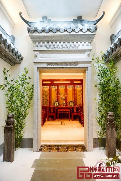 中国国寿红木家居文化艺术馆融合了中国传统元素和现代元素,带来不一样的艺术展示