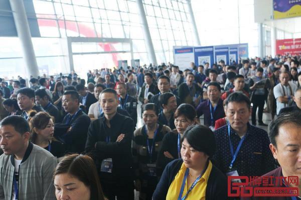 武汉国际家具展览会现场