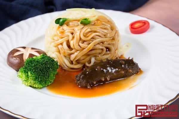 鲁菜中的《海参捞面》