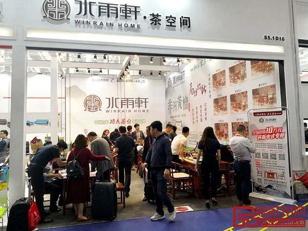 第43届中国(广州)国际家具博览会办公环境展中雷火电竞入口展厅现场火爆
