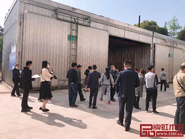 经销商参观汉府家具生产制造基地