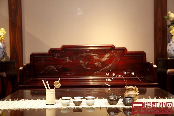 富宝轩红木展厅,精美华贵的红木家具与优雅精致的摆饰相得益彰