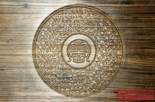 名爵彩官方助手功夫茶台的标志雕刻