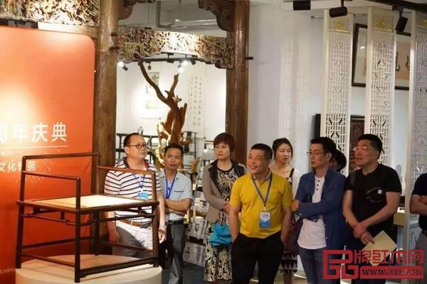 鲁班木艺文化雅集暨周年庆典在鲁班木艺明式家具馆(广州艺兴)隆重举行,现场高朋满座