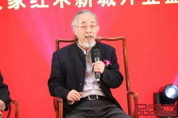 濮安国在论坛上讲述红木文化