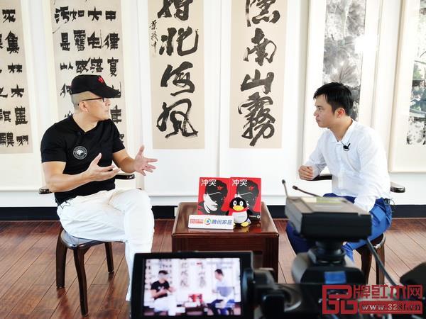 冲突理论创始人、中国品牌营销策划第一人叶茂中(左)在腾讯家居红木《大咖之声》节目与品牌红木创始人、腾讯家居红木总编林伟华对话