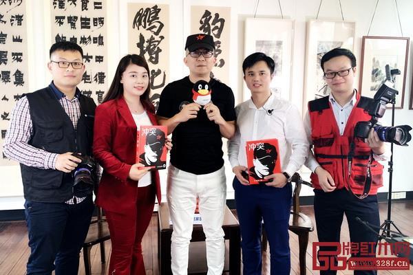 拍摄花絮:叶茂中(左三)与《大咖之声》栏目团队合影留念
