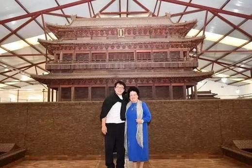 一周亚博体育下载苹果天下事:成龙探访中国女首富陈丽华紫檀工厂 | 第80期