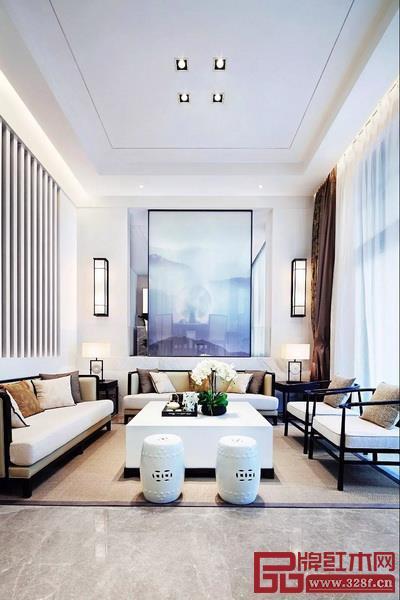轻奢风格常用象牙白、奶咖、黑色及碳灰色演绎低调奢华