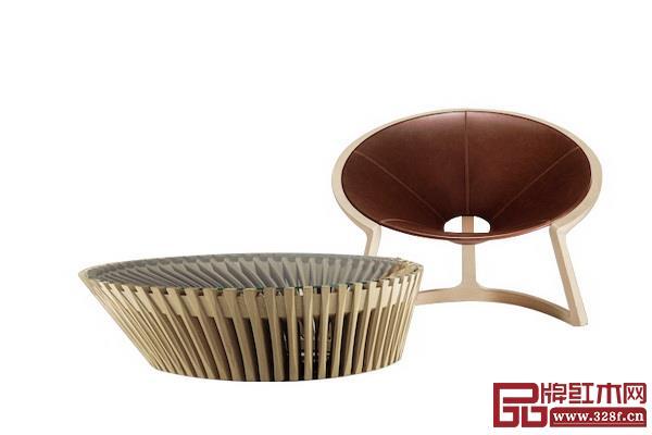 曲美灵感取自中国扇子的扶手椅与咖啡桌
