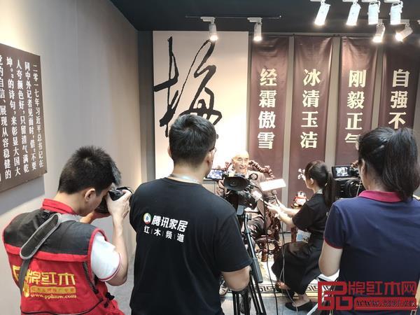 中国传统工艺大师、深圳宜雅泰和园董事长邵湘文接受腾讯家居、品牌红木等媒体联合采访