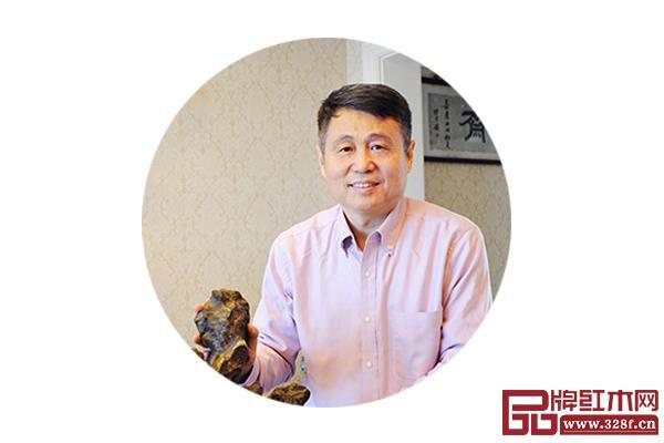 张辉 全联艺术千赢国际入口家具专业委员会专家顾问、明清家具研究学者