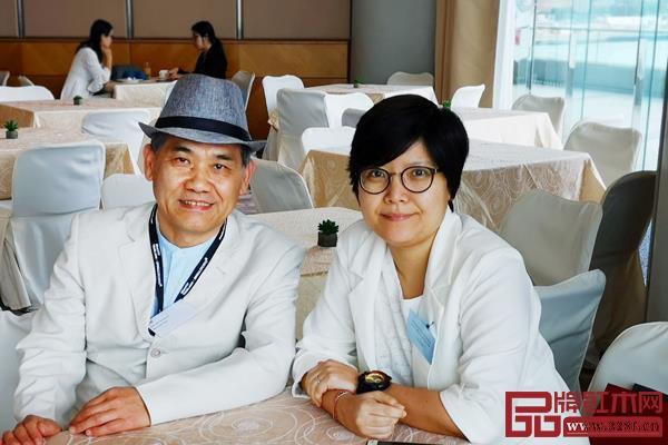王周与Regent品牌公司经理俞致婷女士合影