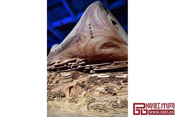 大型木雕作品《清明上河图》的雕刻局部