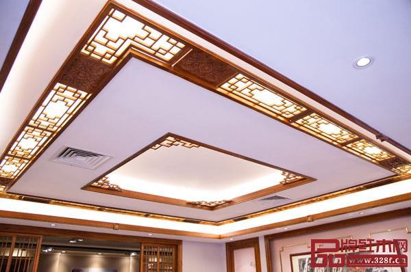 天花与墙面装饰的设计在全屋定制中起到点缀的作用,同时也能使全局设计更加统一