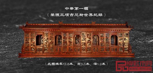 """吴腾飞设计的《中华耕织世纪大柜》创下了三项吉尼斯世界纪录,被誉为""""中华第一柜"""""""